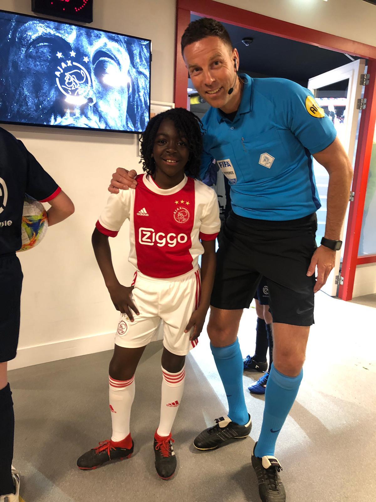 'Kind Staat Centraal'-talentje Levi houdt meer dan 3000 keer bal hoog in Arena!
